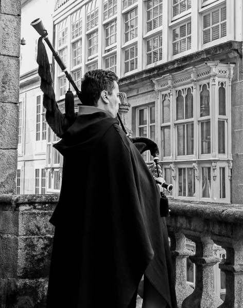 THE CATHEDRAL BAGPIPER