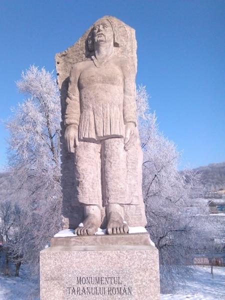 MONUMENTUL ȚĂRANULUI ROMÂN DIN ZORENI, SUB NINSORILE DE FEBRUARIE!