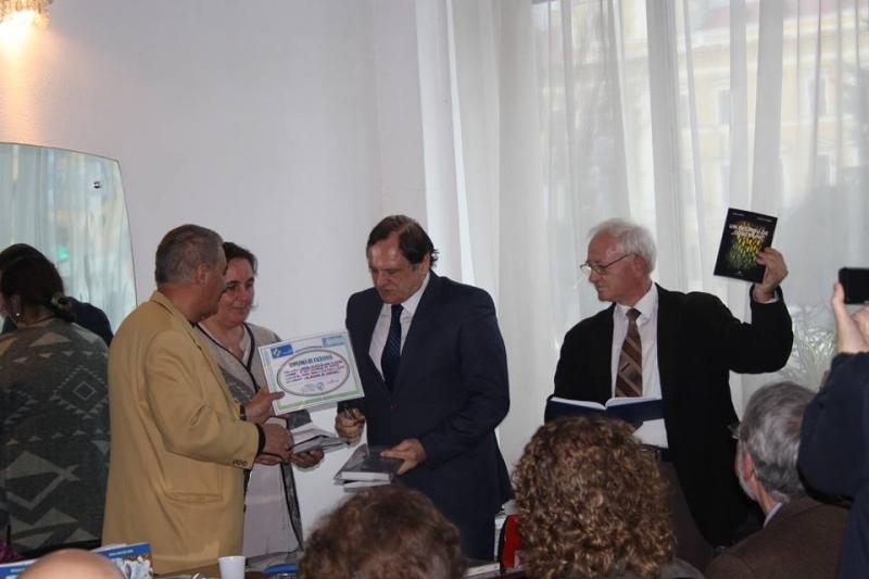 """"""" UN DECENIU DE CONEXIUNI"""" de Dorel Cosma şi Elena M. Câmpan - carte premiată de Liga Scriitorilor"""