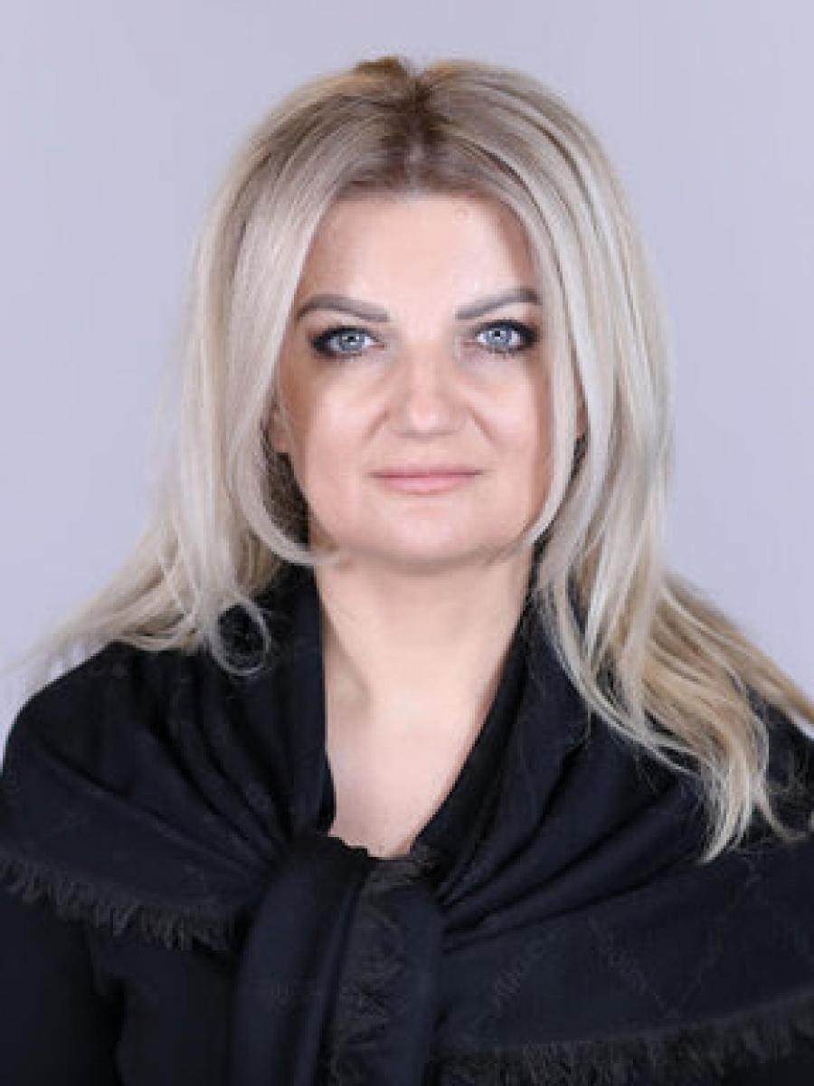 """DE LA DIANA MORAR ZICERE: ,,ROMÂNII AU NEVOIE DE UN AVOCAT AL POPORULUI CARE SĂ ÎI REPREZINTE"""""""