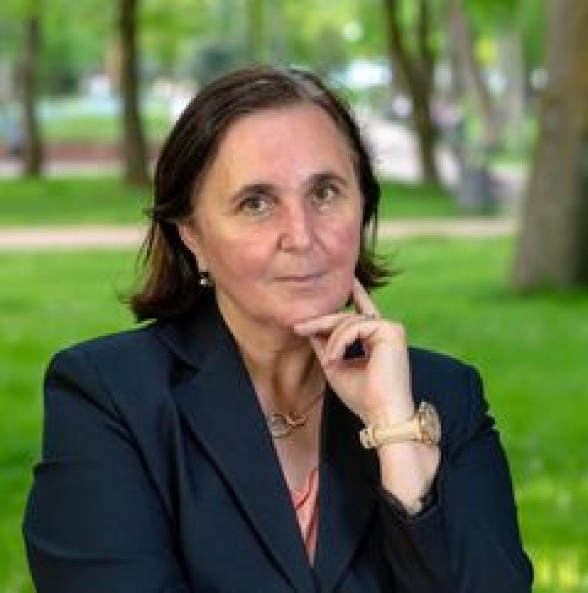 ELENA M. CÎMPAN: CEL MAI MULT PROFESORII