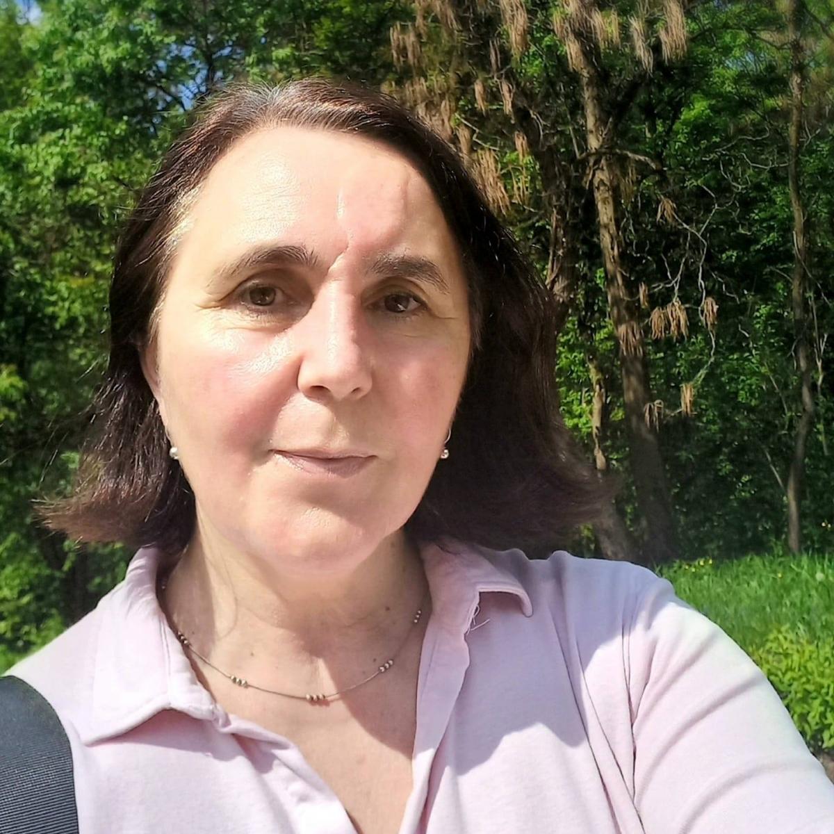 ELENA M. CÎMPAN NE EXPLICĂ SIMILITUDINILE CARE IMPLICĂ OAMENII ȘI STATUILE BISTRIȚEI