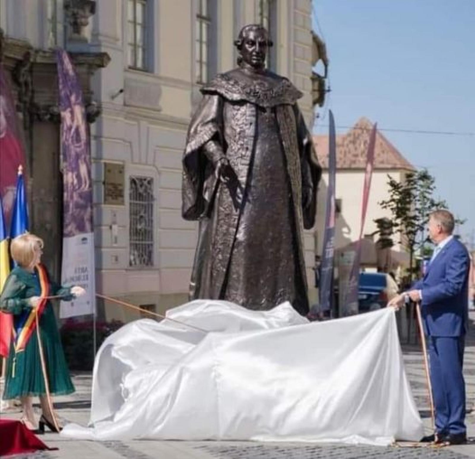 VALENTIN ROMAN: UCIGAȘUL DE ROMÂNI, SAMUEL BRUKENTHAL, SUB PATRONAJUL LUI TURCAN ȘI IOHANNIS, ARE STATUIE